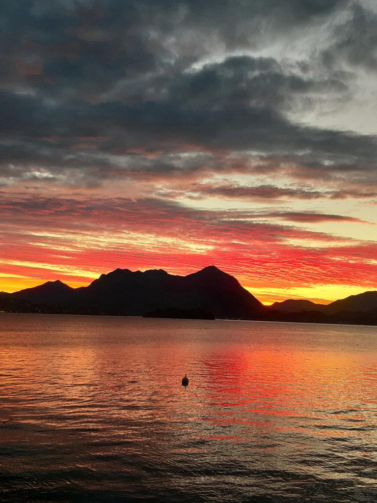 Abendstimmung über dem Lago Maggiore in Oberitalien