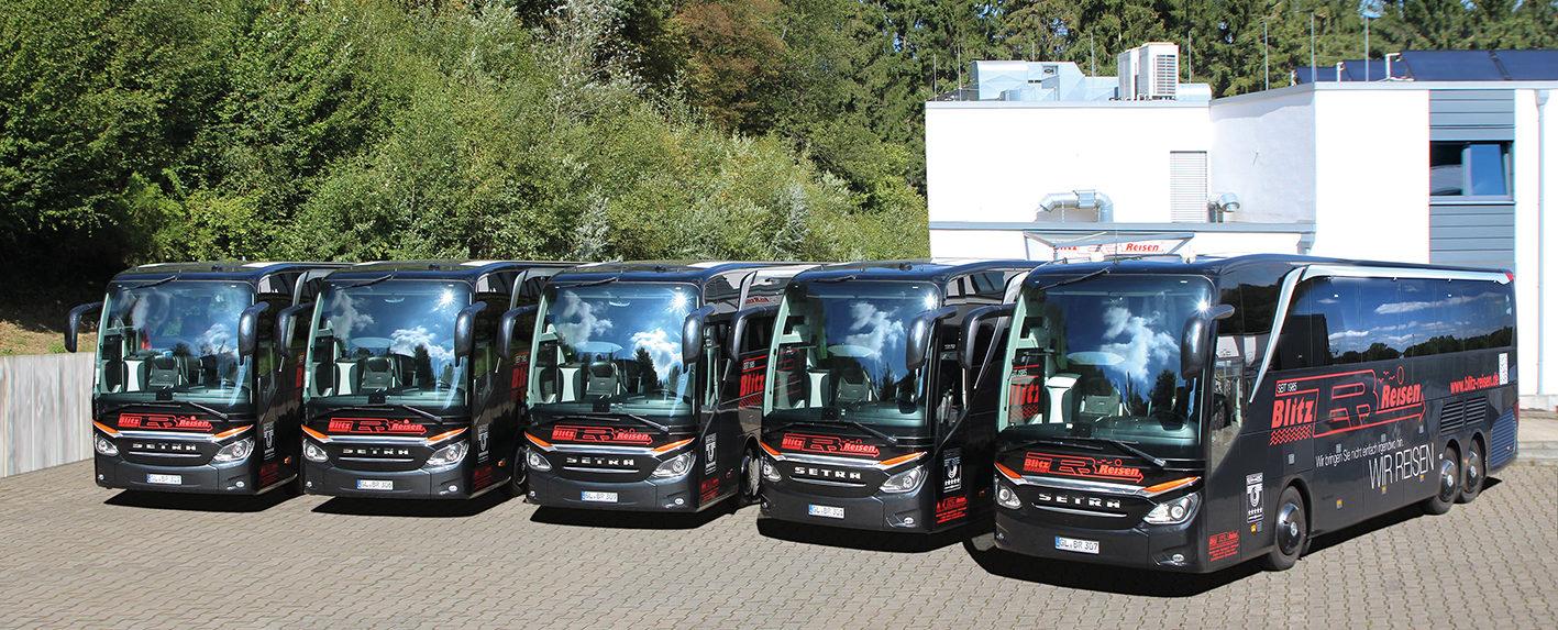 5 unserer 8 modernen ★★★★★Luxus-Class-Reisebusse