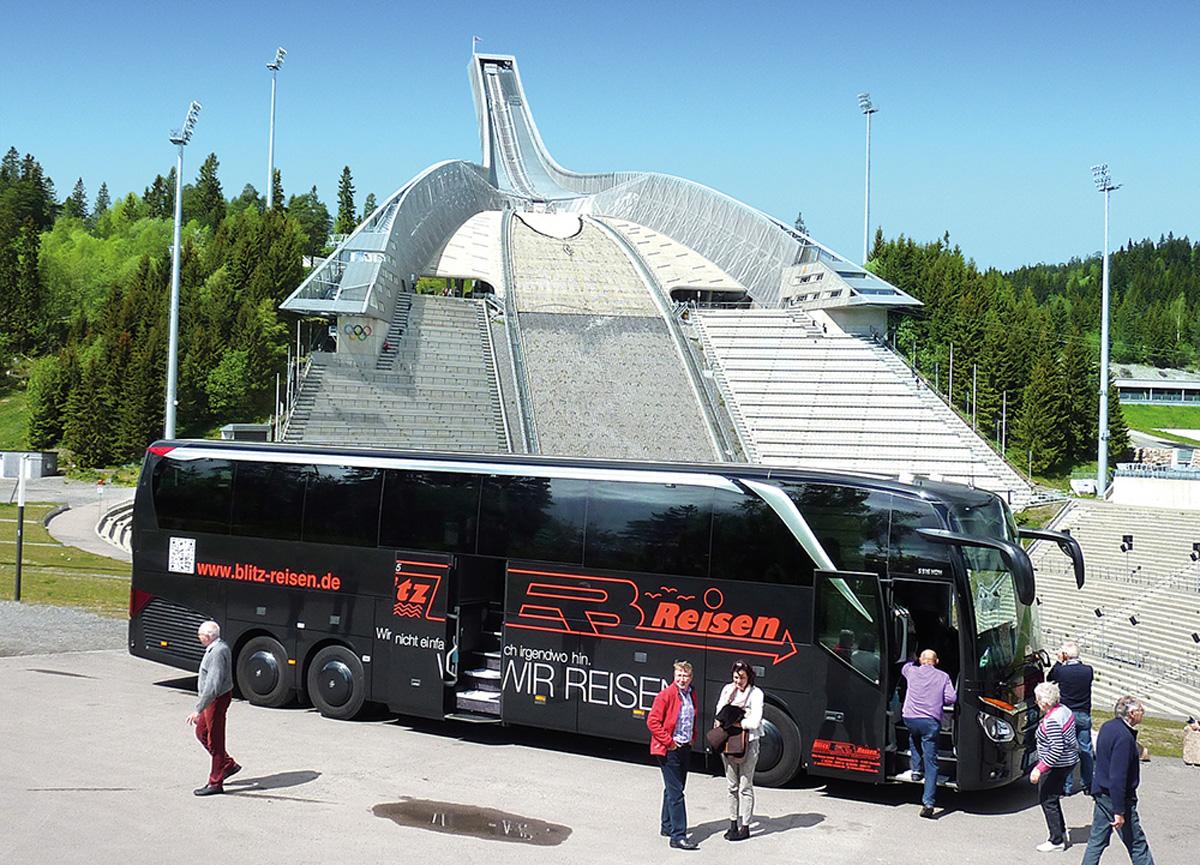 Ein Blitz-Bus am Holmenkollen oberhalb der norwegischen Hauptstadt Oslo