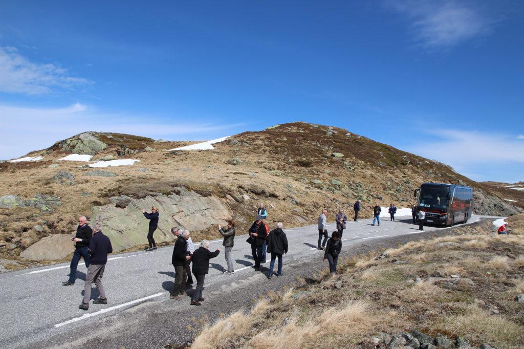 Fotostopp an einer Passhöhe auf 1.050 Metern im norwegischen Hochgebirge