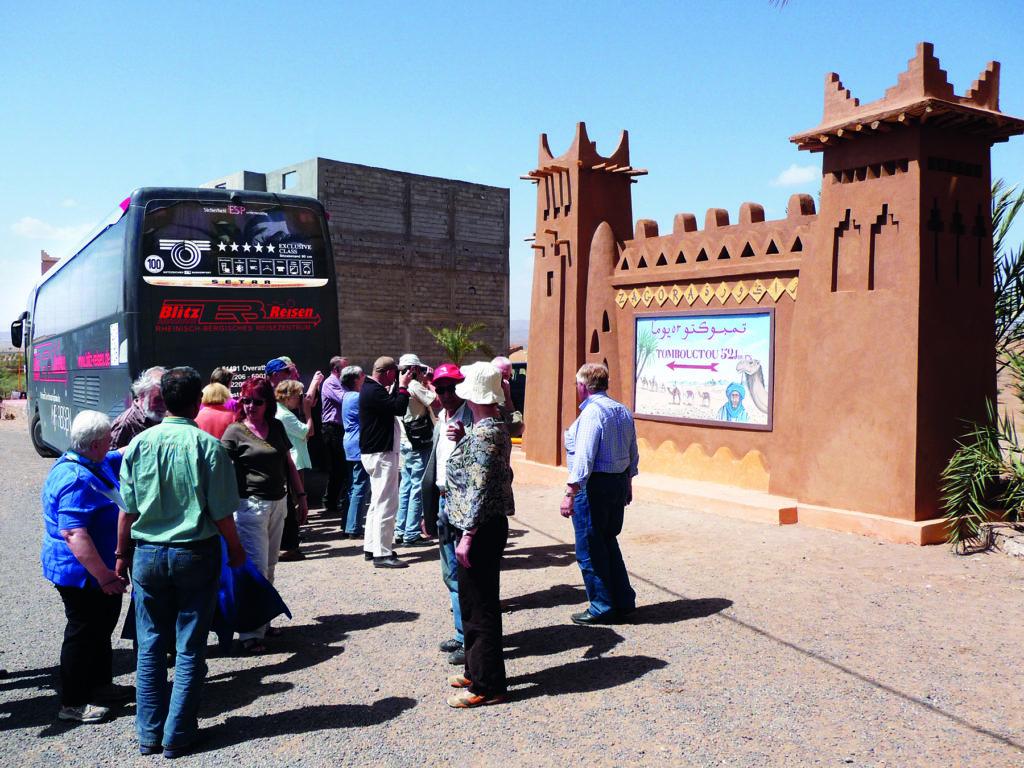 Fotostopp in Zagora in Marokko - von hier aus benötigte früher die Kamelkarawane 52 Tage bis Timbuktu im heutigen Mali