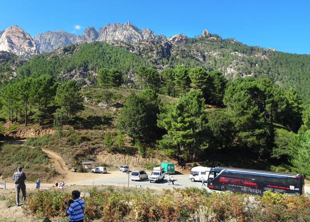 Fotostopp mit dem Blitz-Bus im Gebirge auf Korsika