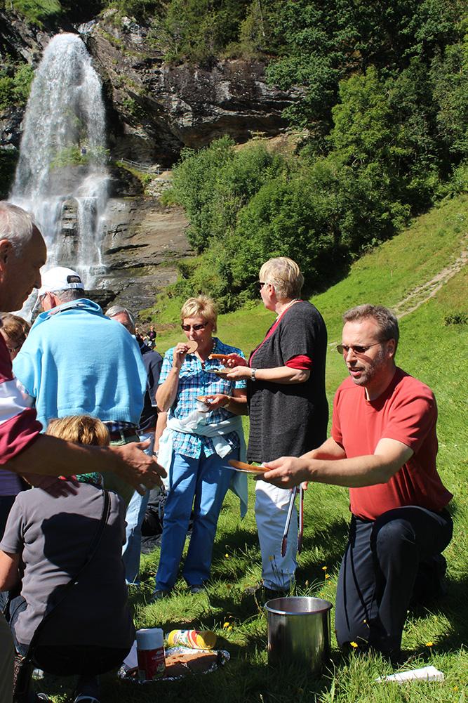 Würstchen am Wasserfall